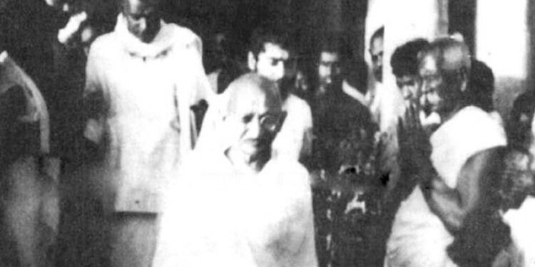 വൈക്കം സത്യഗ്രഹത്തില് പങ്കെടുക്കാനായി ഗാന്ധിജി കൊച്ചിയിലെത്തിയപ്പോള്